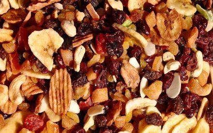 Cambios en las propiedades de frutas y verduras durante la deshidratación con aire caliente y su susceptibilidad al deterioro microbiano